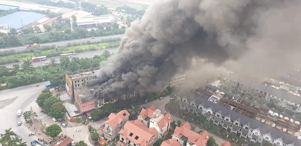"""Lời kể của người chứng kiến đám cháy ở Thiên đường Bảo Sơn: Ngọn lửa to quá, tôi thấy 3 người nhảy từ lan can tầng 2 xuống đất""""-16"""