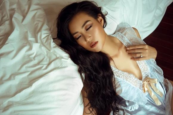 Diễn viên Thanh Hương táo bạo chào bình minh bên giường ngủ cực bỏng mắt-8
