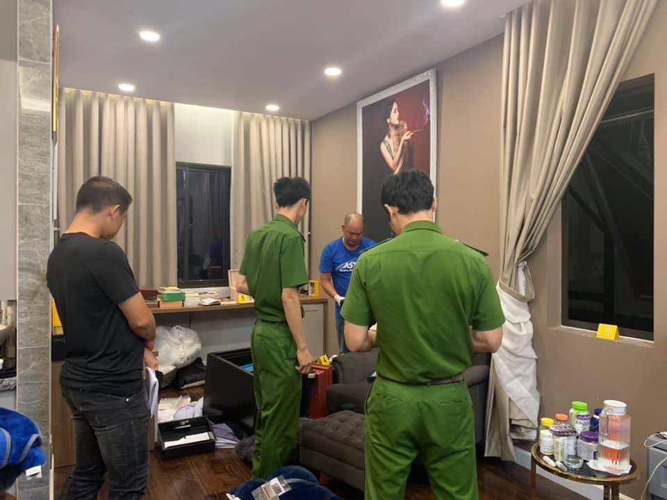 Cận cảnh khám nghiệm hiện trường vụ trộm hơn 5 tỷ đồng trong căn biệt thự của ca sĩ Nhật Kim Anh-6