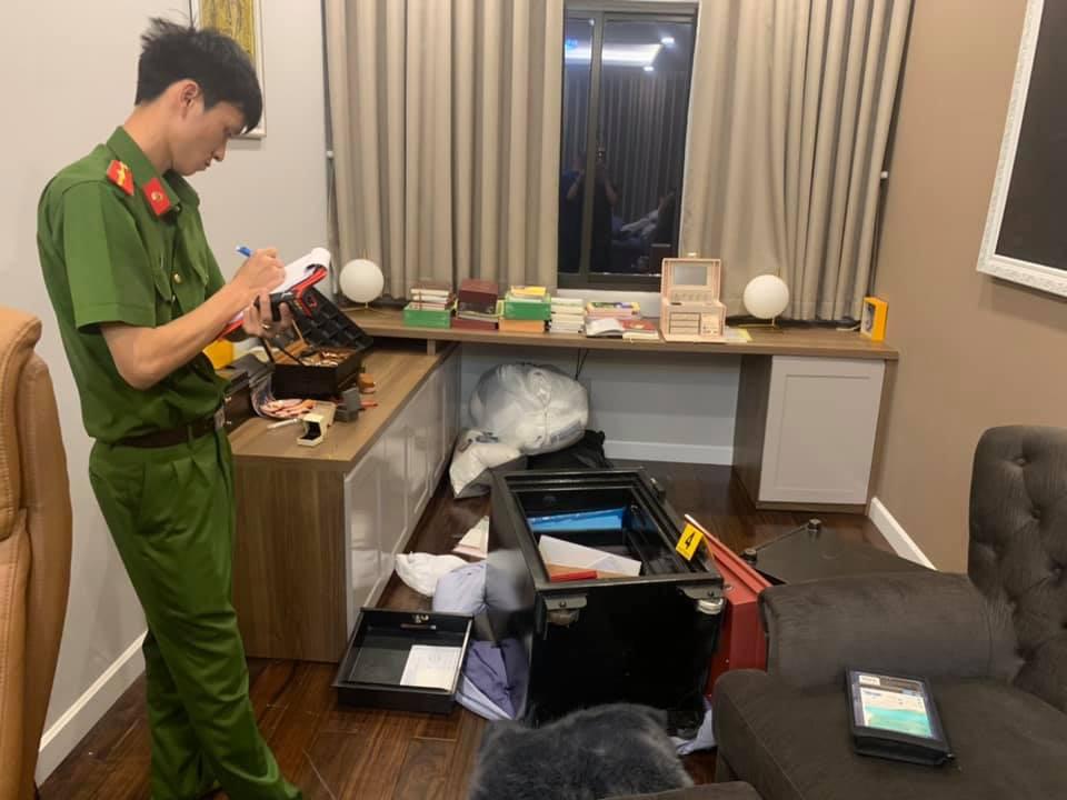 Cận cảnh khám nghiệm hiện trường vụ trộm hơn 5 tỷ đồng trong căn biệt thự của ca sĩ Nhật Kim Anh-4