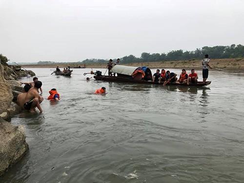 Rủ nhau tắm sông Đà, 4 thanh niên bị đuối nước, hiện đã tìm thấy 3 thi thể-1