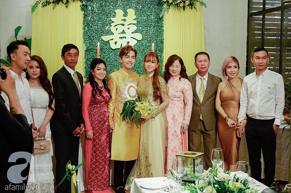 Cô dâu Thu Thủy xinh đẹp rực rỡ, e ấp bên chú rể kém 10 tuổi trong ngày đón dâu-4