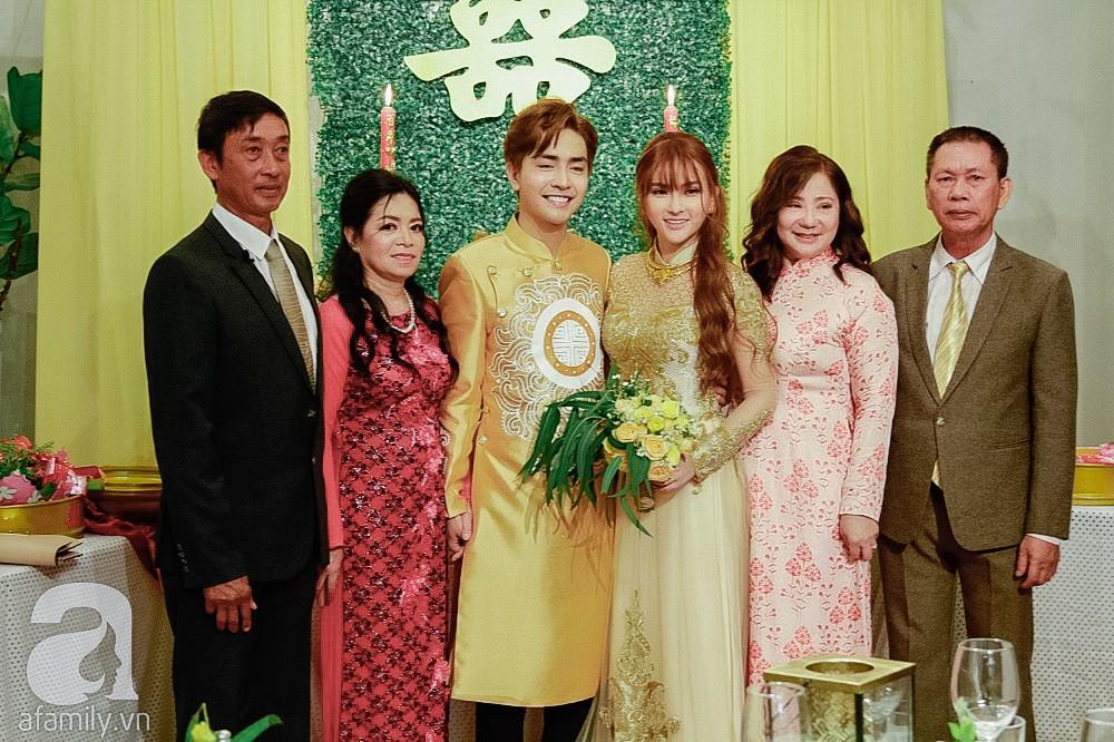 Cô dâu Thu Thủy xinh đẹp rực rỡ, e ấp bên chú rể kém 10 tuổi trong ngày đón dâu-5