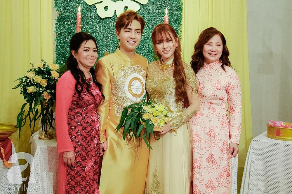 Cô dâu Thu Thủy xinh đẹp rực rỡ, e ấp bên chú rể kém 10 tuổi trong ngày đón dâu-6