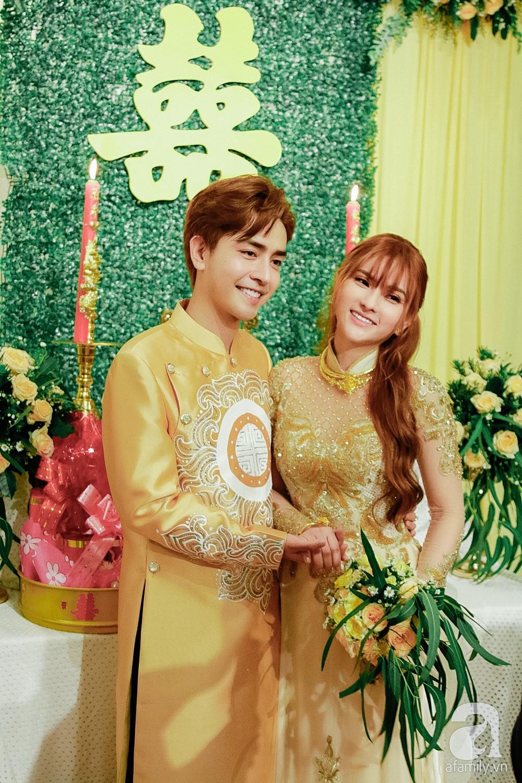 Cô dâu Thu Thủy xinh đẹp rực rỡ, e ấp bên chú rể kém 10 tuổi trong ngày đón dâu-8