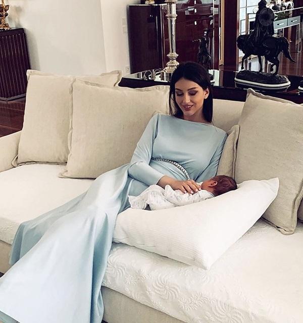 HOT: Nữ hoàng sắc đẹp Nga ly dị cựu vương Malaysia sau 1 năm kết hôn, khi vừa sinh con được 2 tháng-3