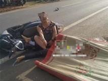 Clip: Chồng bị xe tải cán tử vong, vợ gục xuống đường khóc thảm thiết