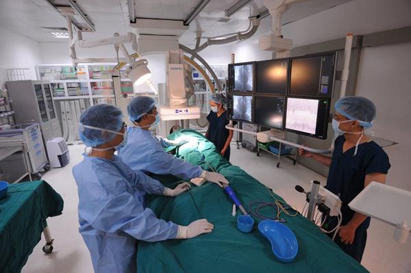 Vingroup hợp tác ĐH Mỹ xây 'Trung tâm xuất sắc' về tim mạch và ung bướu-2