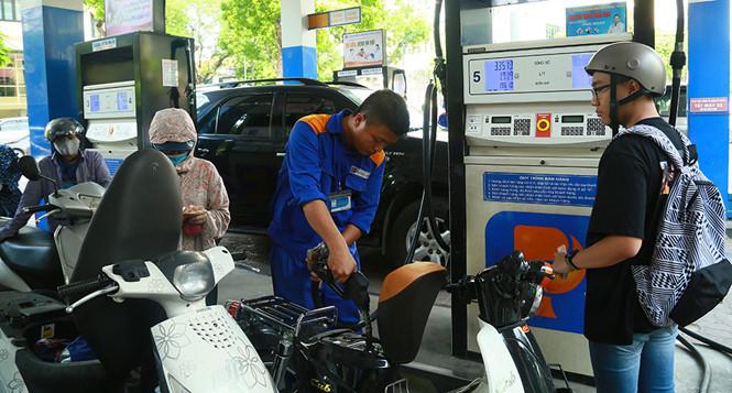 Giá xăng tăng mạnh lần thứ 2 liên tiếp, vượt trên 21 ngàn đồng-1