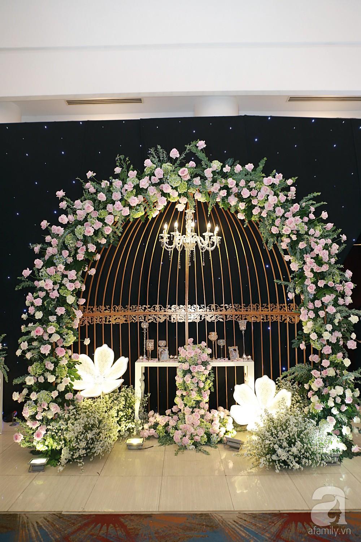 Không gian tiệc cưới ấm cúng, ngập tràn hoa tươi của Thu Thủy và ông xã kém 10 tuổi-3