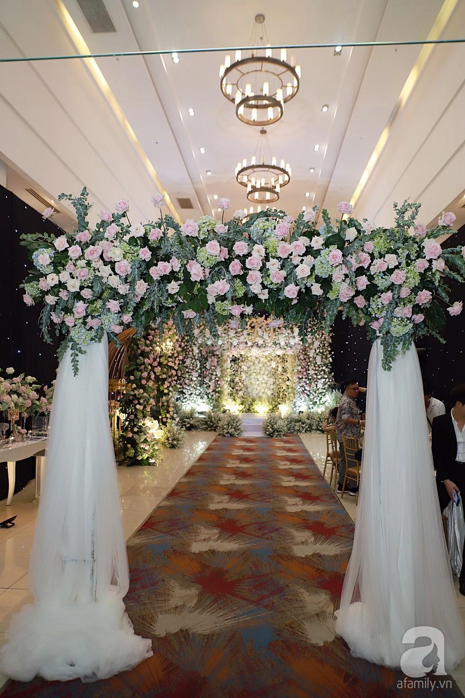 Không gian tiệc cưới ấm cúng, ngập tràn hoa tươi của Thu Thủy và ông xã kém 10 tuổi-4