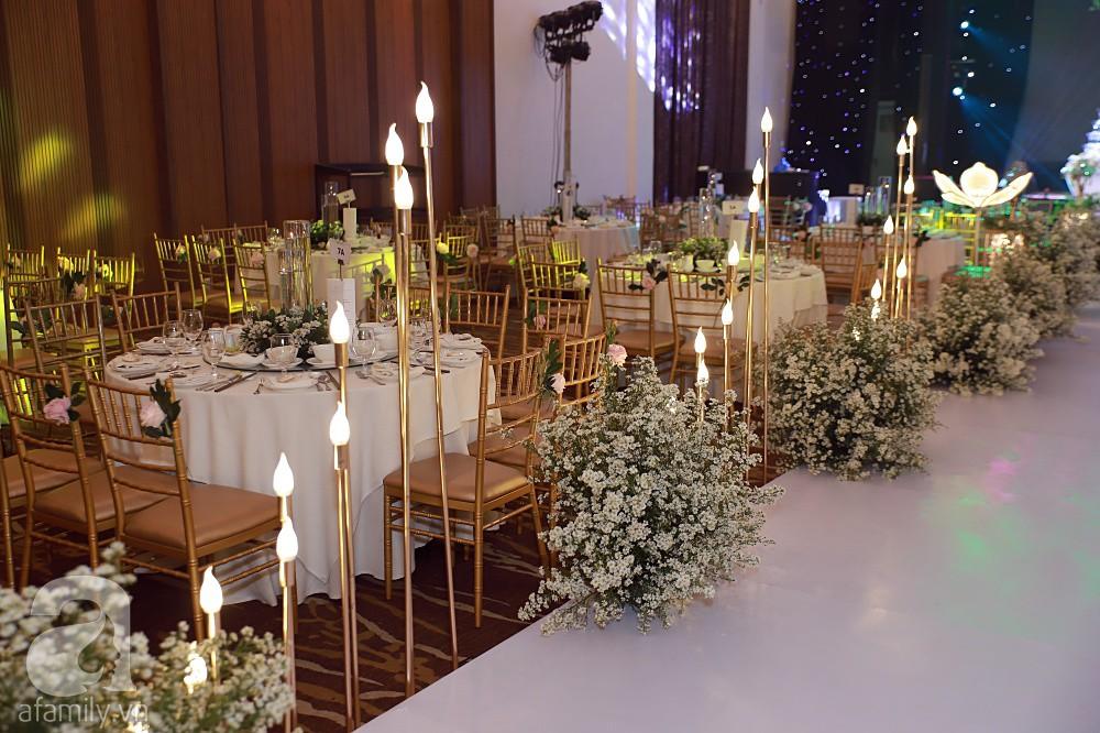 Không gian tiệc cưới ấm cúng, ngập tràn hoa tươi của Thu Thủy và ông xã kém 10 tuổi-12