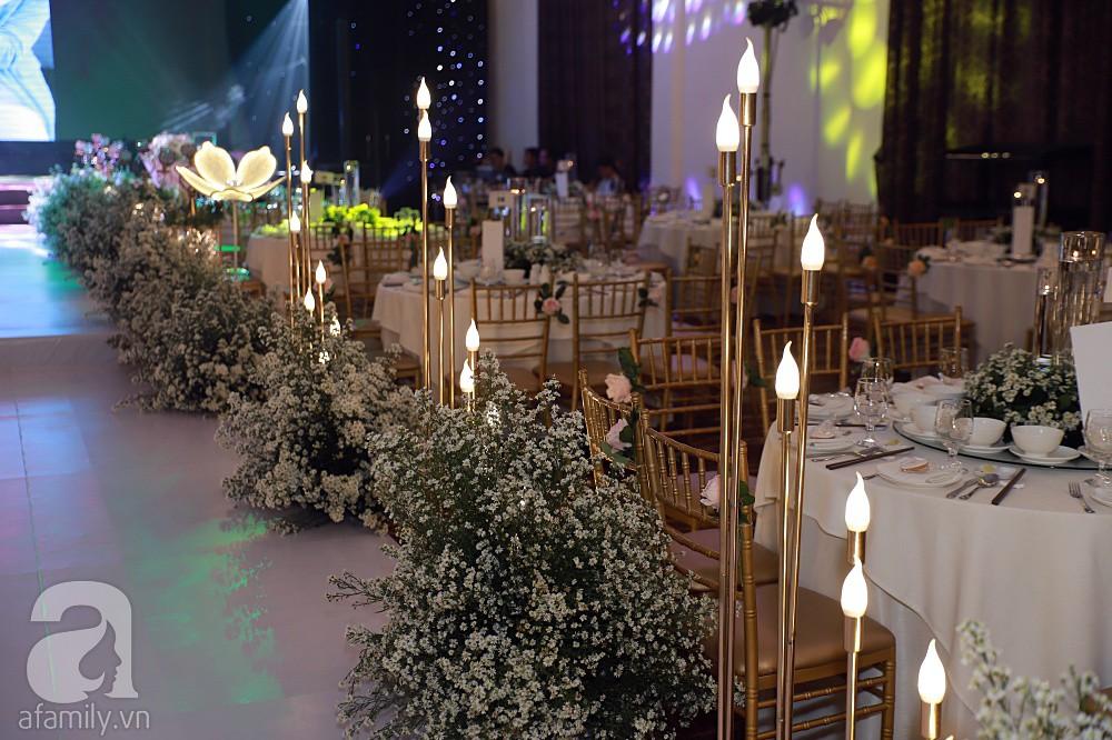 Không gian tiệc cưới ấm cúng, ngập tràn hoa tươi của Thu Thủy và ông xã kém 10 tuổi-13