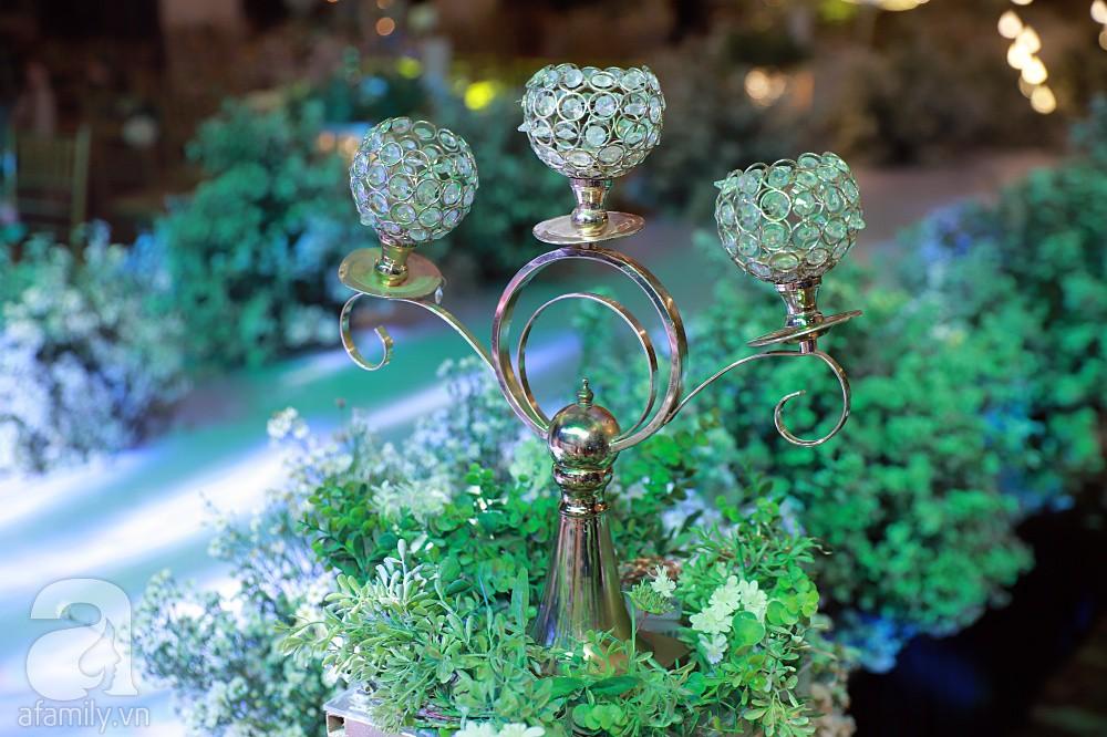 Không gian tiệc cưới ấm cúng, ngập tràn hoa tươi của Thu Thủy và ông xã kém 10 tuổi-14