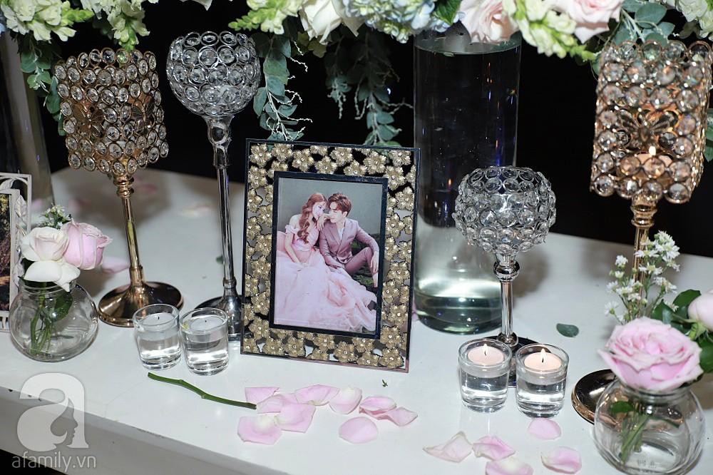 Không gian tiệc cưới ấm cúng, ngập tràn hoa tươi của Thu Thủy và ông xã kém 10 tuổi-9