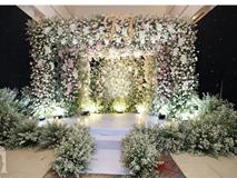 Không gian tiệc cưới ấm cúng, ngập tràn hoa tươi của Thu Thủy và ông xã kém 10 tuổi