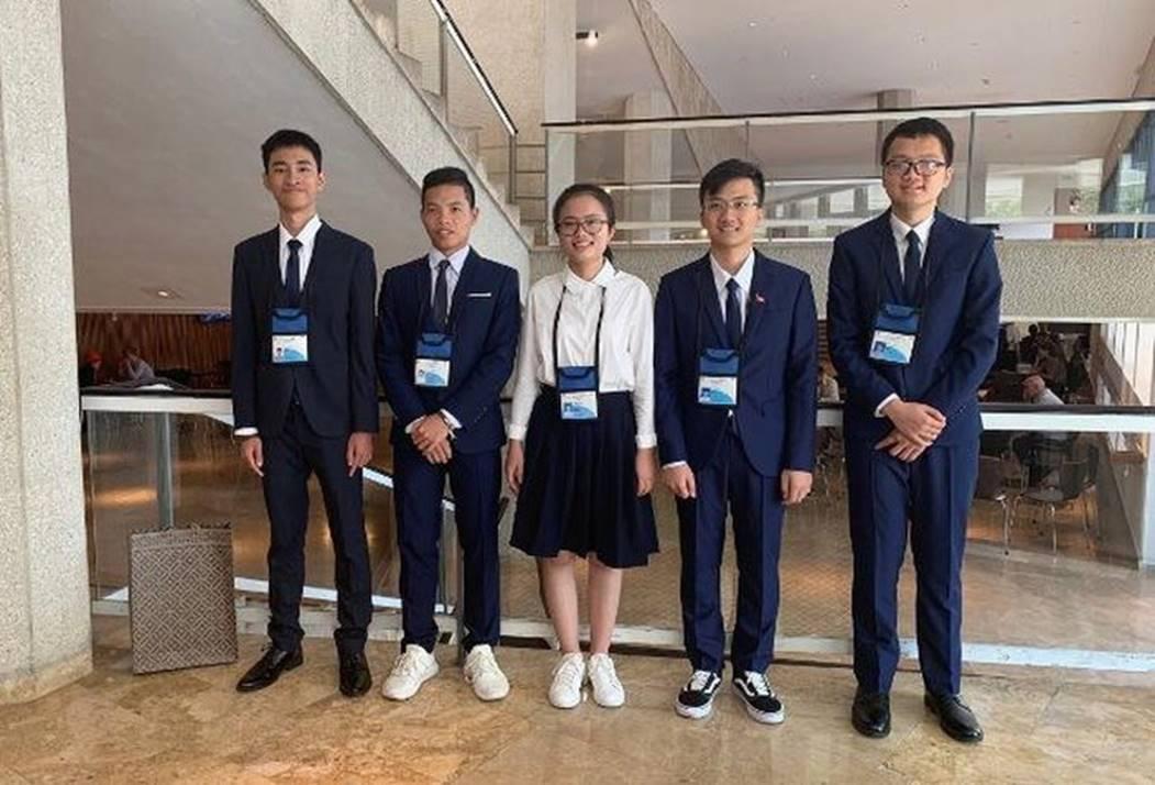 Nữ sinh Việt giành Huy chương Vàng Olympic Vật lý Quốc tế, trở thành thí sinh nữ xuất sắc nhất thế giới: Không phải cứ học là cầm sách lên đọc!-1