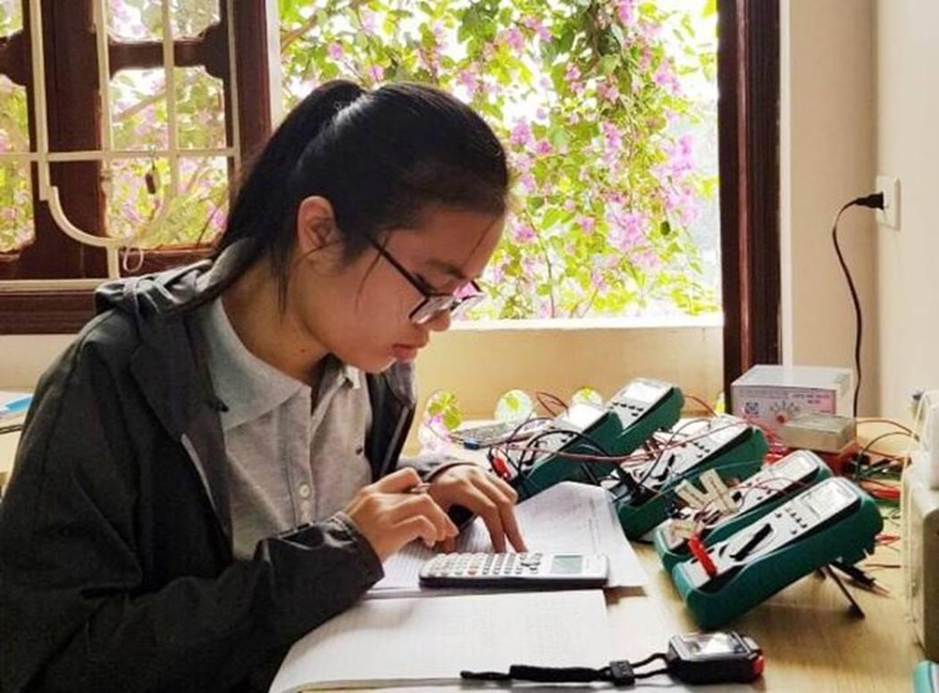 Nữ sinh Việt giành Huy chương Vàng Olympic Vật lý Quốc tế, trở thành thí sinh nữ xuất sắc nhất thế giới: Không phải cứ học là cầm sách lên đọc!-3