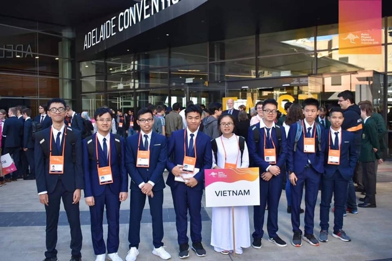 Nữ sinh Việt giành Huy chương Vàng Olympic Vật lý Quốc tế, trở thành thí sinh nữ xuất sắc nhất thế giới: Không phải cứ học là cầm sách lên đọc!-4