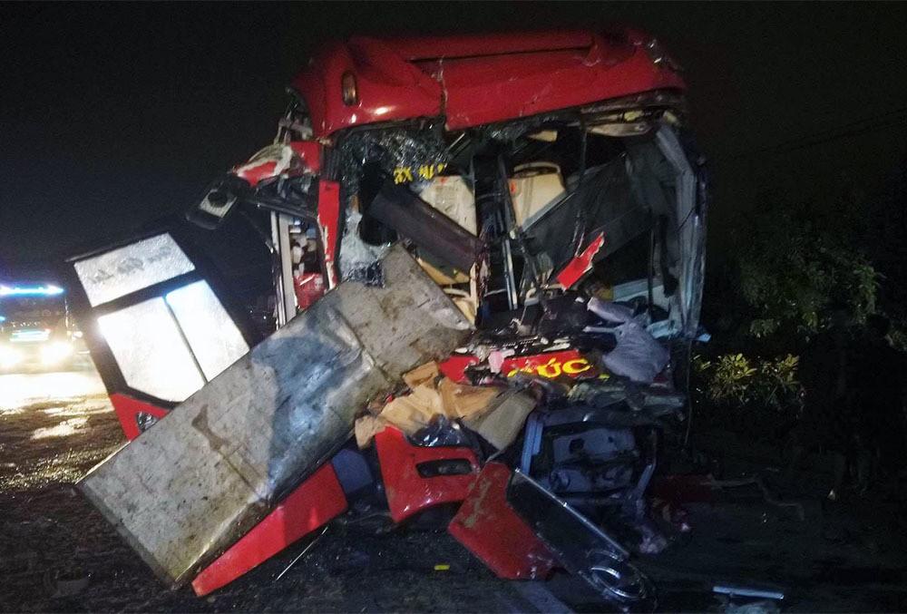 Tai nạn 2 tài xế thiệt mạng ở Bình Thuận, tiếng va như bom nổ-1
