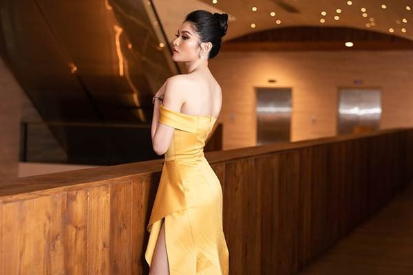 Á hậu Thuỳ Dung gợi cảm làm MC vào ngày kỷ niệm 500 ngày yêu với bạn trai-3