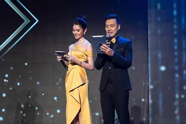 Á hậu Thuỳ Dung gợi cảm làm MC vào ngày kỷ niệm 500 ngày yêu với bạn trai-7
