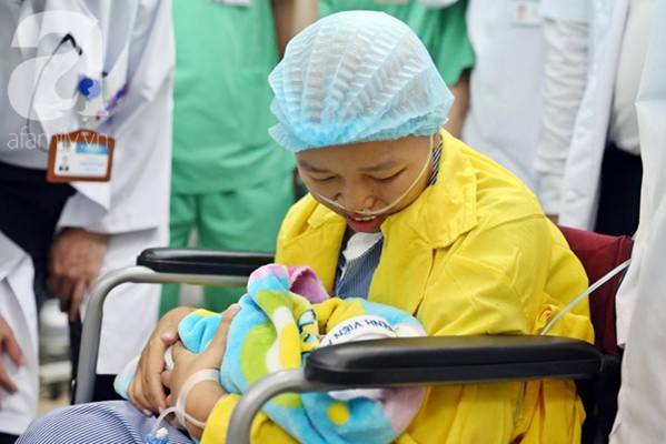 Nụ cười hạnh phúc của mẹ Liên: Bình An ngủ ngoan nhé, mẹ đi bệnh viện rồi sẽ sớm về nhà chơi với con-17