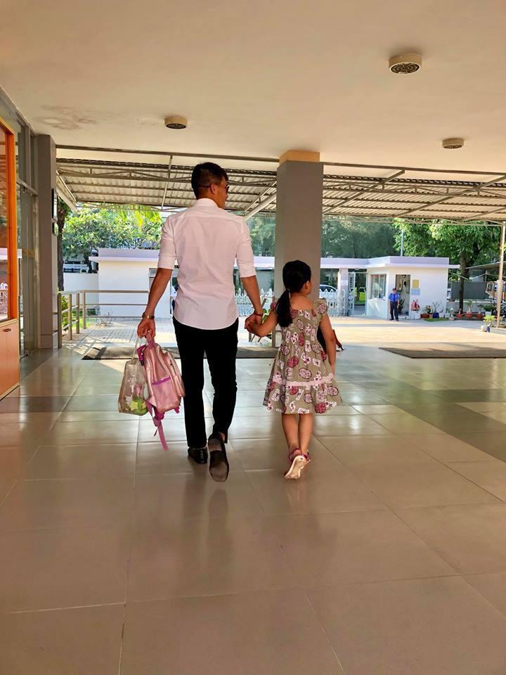 Vợ chồng Công Vinh – Thủy Tiên nổi tiếng khắp mặt báo nhưng vẫn giữ nguyên tắc giấu con và phương pháp dạy con ít ai dám làm-3