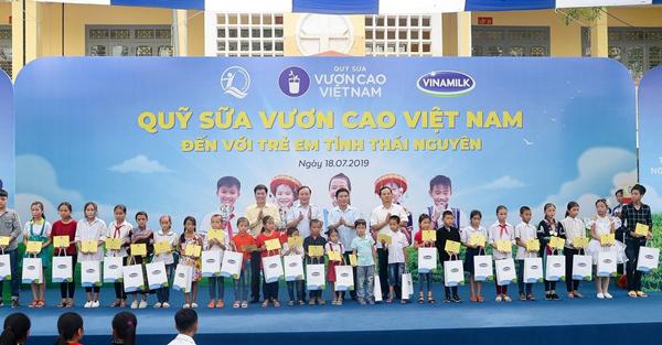 70.000 ly sữa Vinamilk đến với học sinh ATK Định Hóa-2
