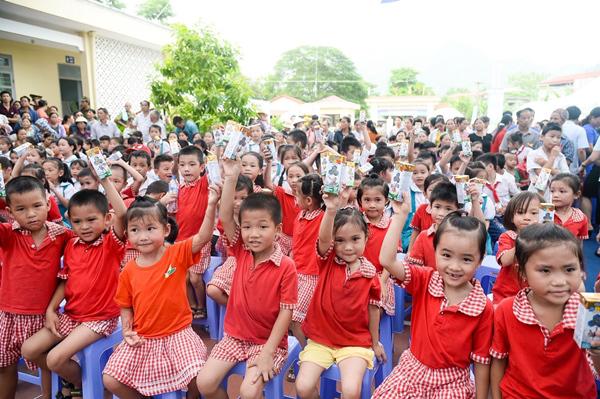 70.000 ly sữa Vinamilk đến với học sinh ATK Định Hóa-4