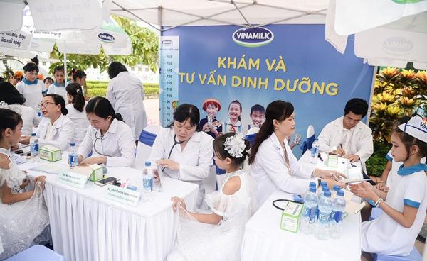 70.000 ly sữa Vinamilk đến với học sinh ATK Định Hóa-5