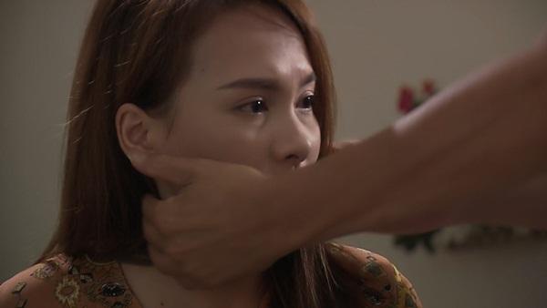 Về nhà đi con: Hé lộ hình ảnh đau đớn của Thư trong vòng tay bố khi chuyện Vũ ngoại tình bại lộ-1