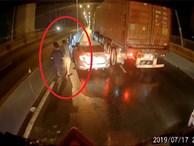 Tài xế container 'tung' camera hành trình giúp đồng nghiệp gặp nạn và tâm sự gây tranh cãi