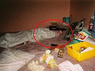 Tuổi thơ của cô gái trẻ có mẹ nghiện ngập gây xúc động mạnh: Nằm trên giường đầy kim tiêm, sống trong căn nhà hệt như bãi rác