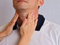 Nếu lưỡi của con bạn có dấu hiệu tương tự như em bé này, cẩn thận với bệnh ung thư tuyến giáp!