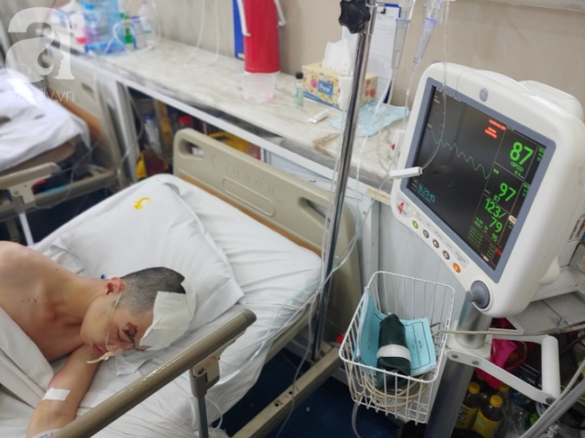 Con trai bị tai nạn dập não, bố chỉ nói câu đang bận rồi cúp máy, người mẹ nghèo bật khóc giữa bệnh viện-4
