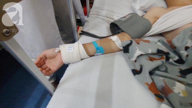 Con trai bị tai nạn dập não, bố chỉ nói câu đang bận rồi cúp máy, người mẹ nghèo bật khóc giữa bệnh viện-9