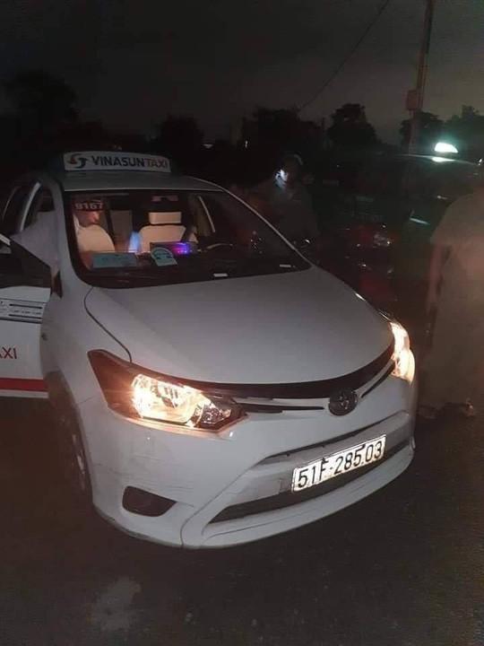 Tài xế taxi Vinasun bị cướp cứa cổ vẫn cố chạy đến gần nhà dân kêu cứu-2