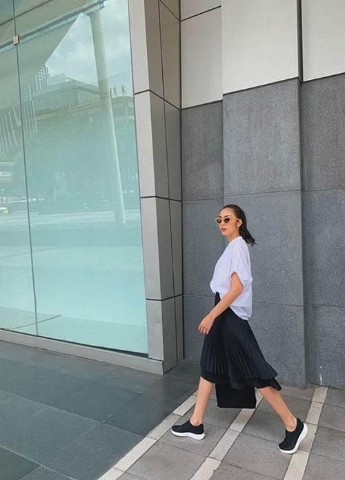 """Lâu lâu mới diện váy bánh bèo, Tăng Thanh Hà được fan ưu ái gọi cô gái đôi mươi""""-2"""