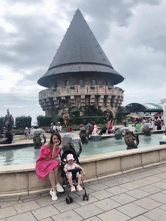 Hồng Quế diện bikini phô diễn đường cong chết người trong chuyến đi du lịch cùng con gái-7