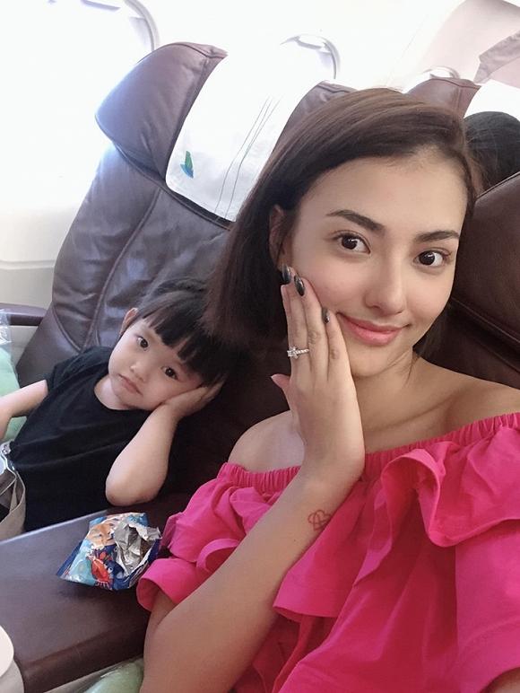 Hồng Quế diện bikini phô diễn đường cong chết người trong chuyến đi du lịch cùng con gái-9