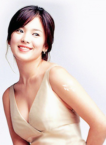 Đâu phải bây giờ mới táo bạo, Song Hye Kyo từng có những khoảnh khắc khoe vòng 1 đầy đặn nóng bỏng thế này cơ mà-4