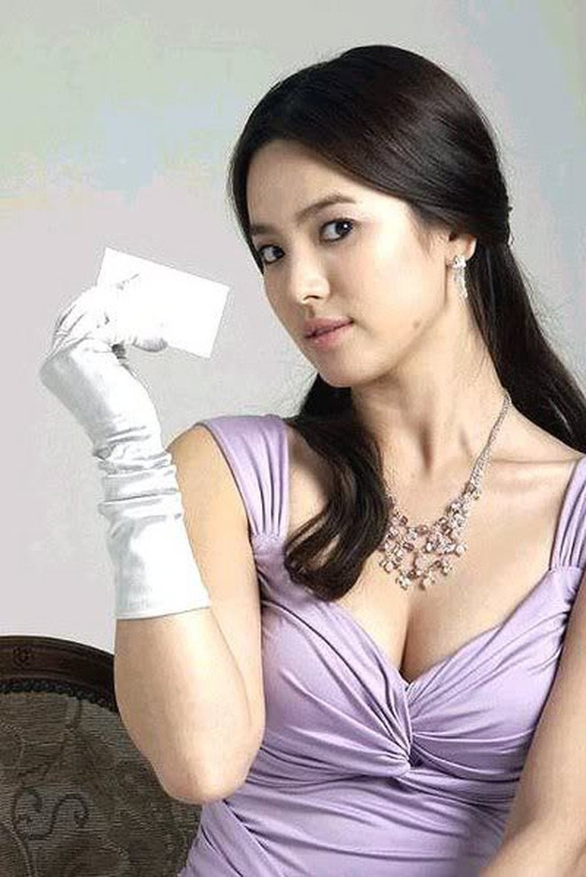 Đâu phải bây giờ mới táo bạo, Song Hye Kyo từng có những khoảnh khắc khoe vòng 1 đầy đặn nóng bỏng thế này cơ mà-6
