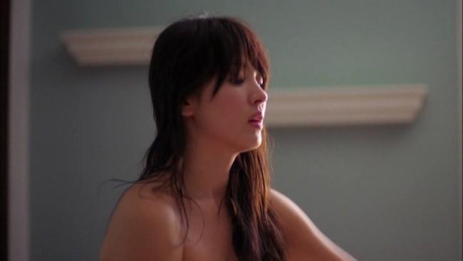 Đâu phải bây giờ mới táo bạo, Song Hye Kyo từng có những khoảnh khắc khoe vòng 1 đầy đặn nóng bỏng thế này cơ mà-11
