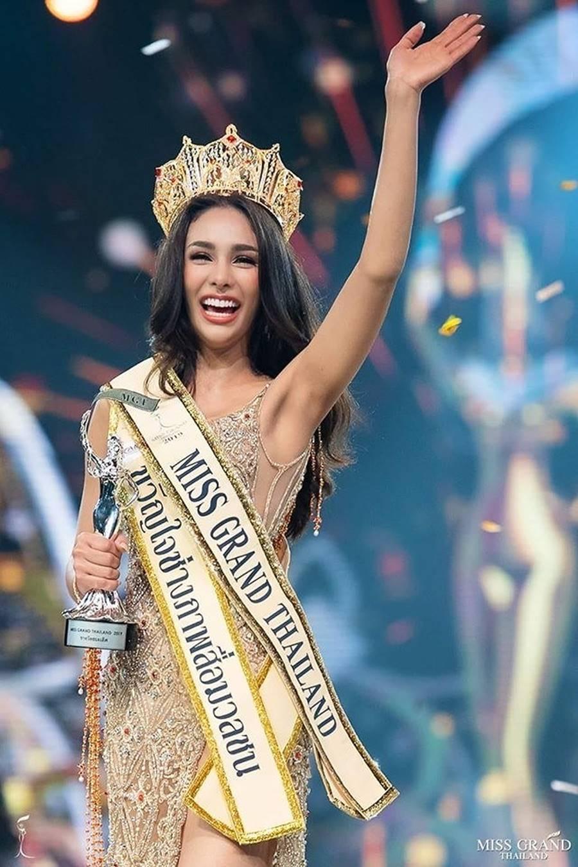 Body nóng bỏng của tân hoa hậu đang bị tẩy chay dữ dội ở Thái Lan-1