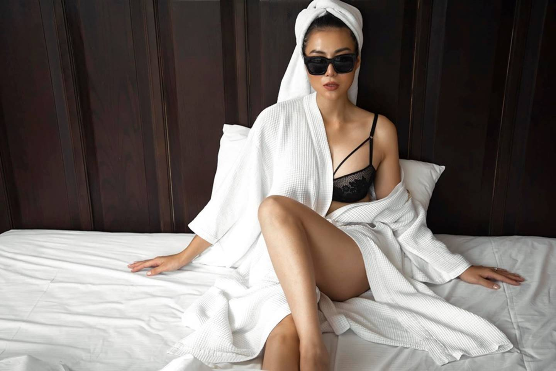 Thanh Hương ngày càng sexy, khoe đường cong nóng bỏng trên giường-2