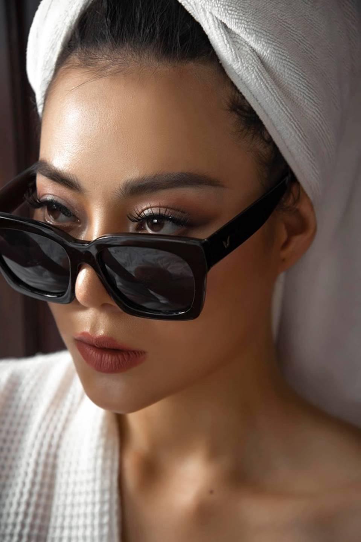 Thanh Hương ngày càng sexy, khoe đường cong nóng bỏng trên giường-9