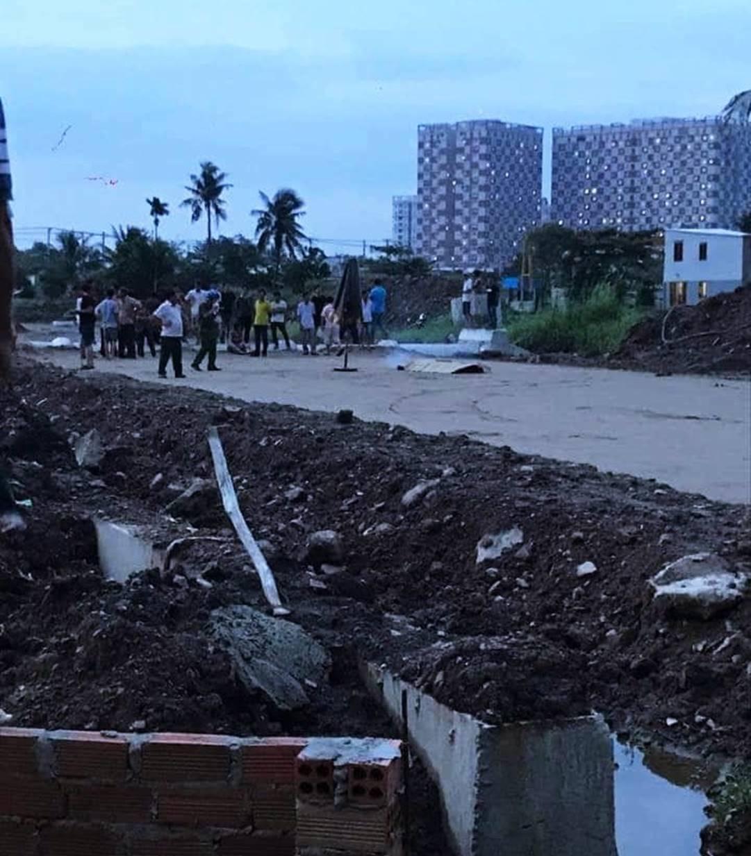 Vụ 2 cháu bé bị điện giật chết ở Sài Gòn: Công trình thi công cả năm nhưng không có rào chắn, để rồi xảy ra sự việc thương tâm quá-1