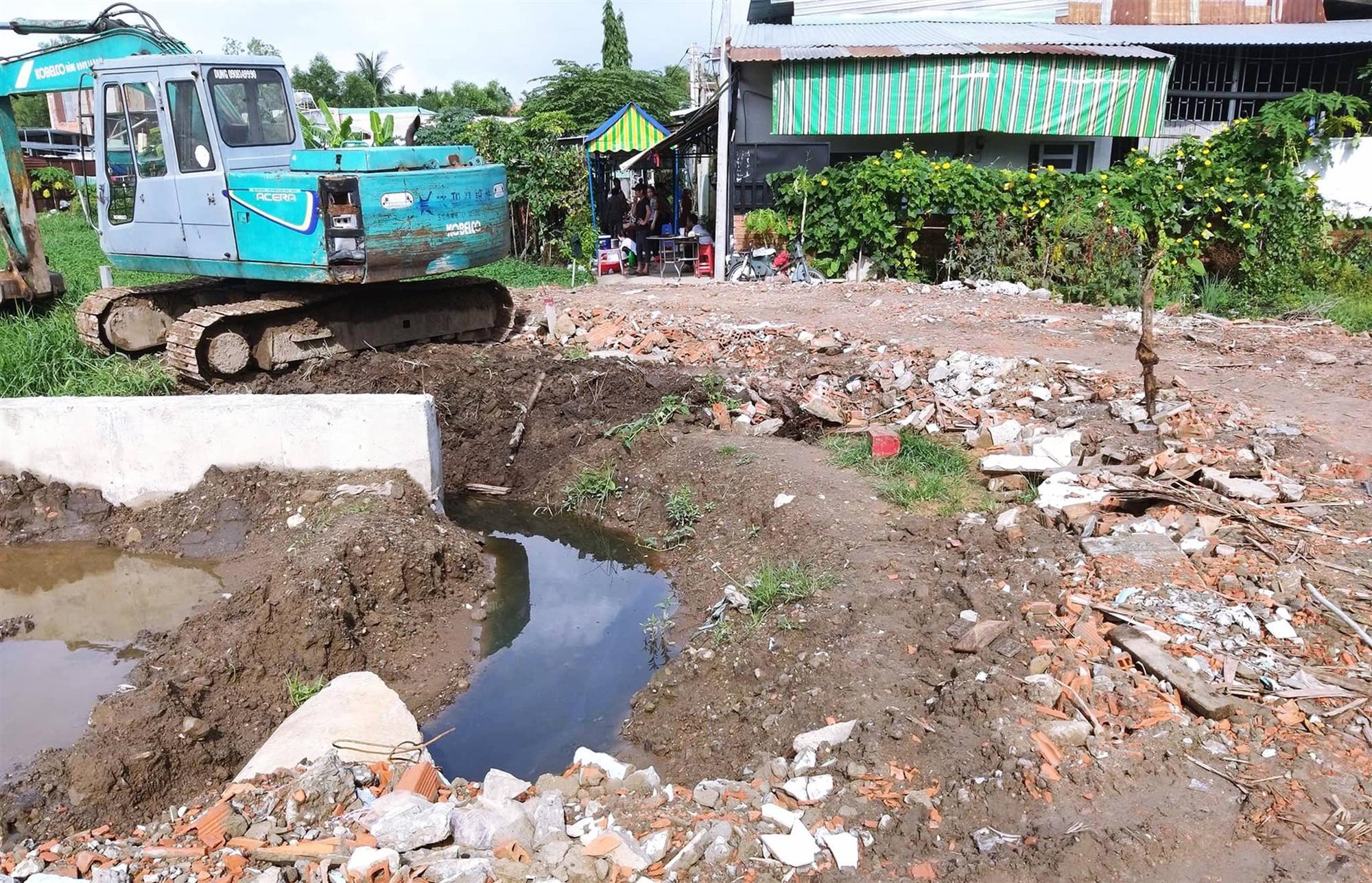 Vụ 2 cháu bé bị điện giật chết ở Sài Gòn: Công trình thi công cả năm nhưng không có rào chắn, để rồi xảy ra sự việc thương tâm quá-5