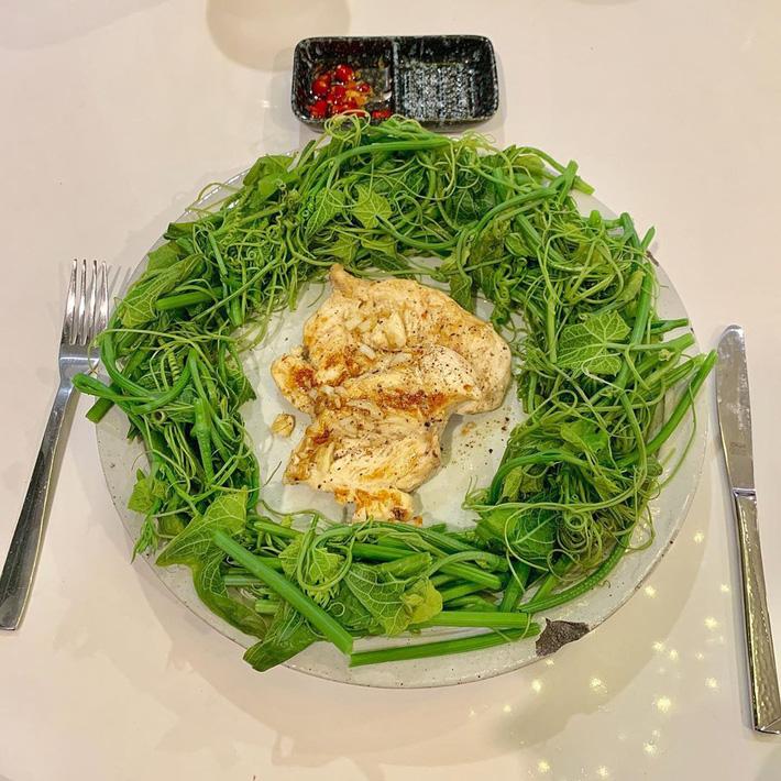 Chuyện giảm cân 70% ăn - 30% tập của sao Việt: Nhã Phương ăn toàn rau xanh, Ngọc Trinh uống nước ép tiêu mỡ-4